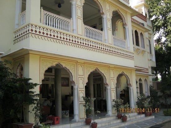 Krishna Palace: 住宅がホテルになったみたいです。