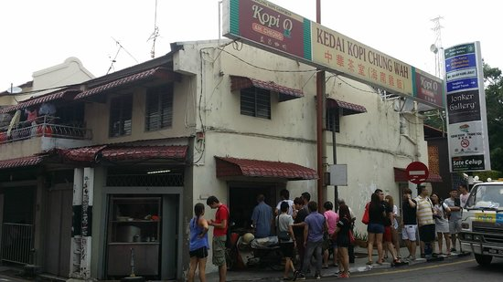 Chung Wah Chicken Rice Ball: queue is not so long on weekday am
