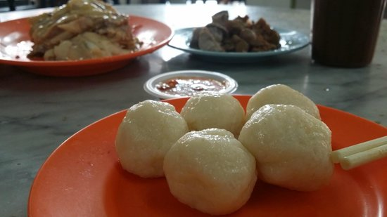 Chung Wah Chicken Rice Ball: tasty rice balls