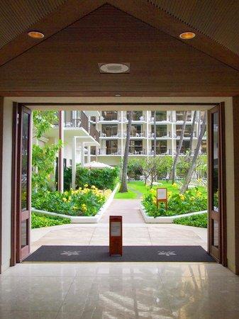 Halekulani Hotel: ロビーからの景色
