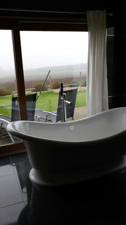 The Hideaway Experience: Amazing bath