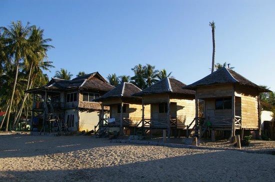 Ricky's Beach House - Authentic Sumatra: bungalows