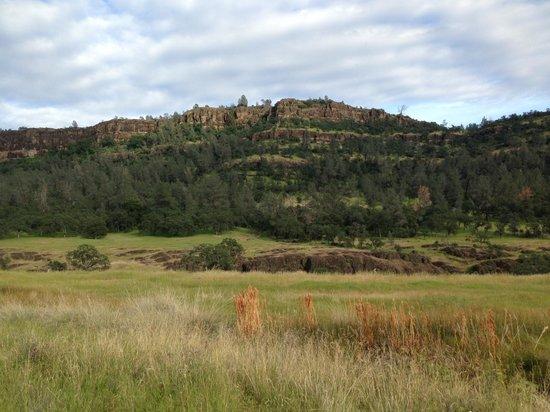 Parque Bidwell: Cliff in Upper Bidwell Park