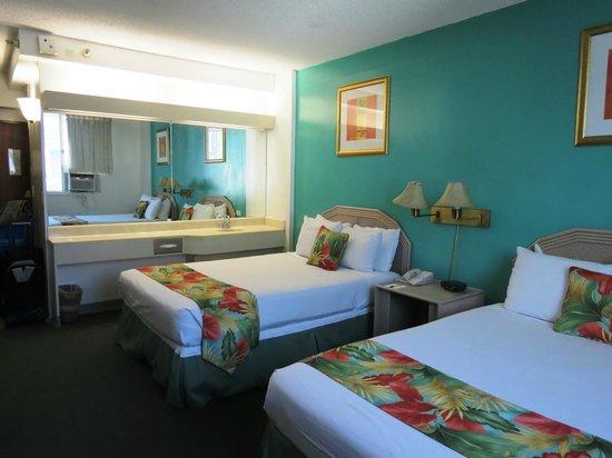 Pagoda Hotel : 2nd Room - Big Improvement