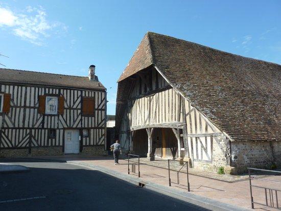 Dives-sur-Mer, France: façade