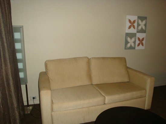 Novotel Nadi: Couch