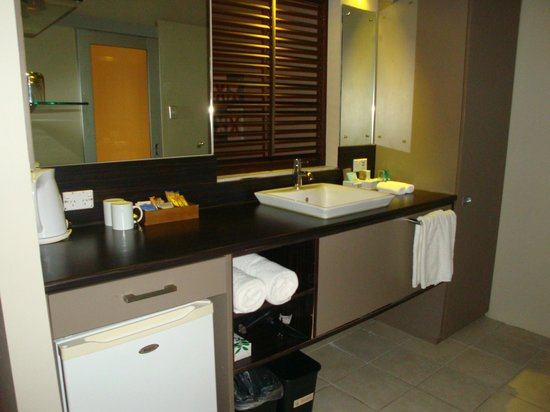 Novotel Nadi: Bathroom Kitchenette