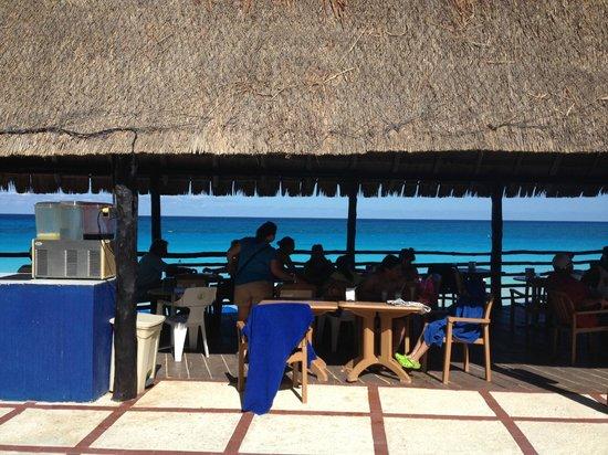 Oleo Cancun Playa: Drink & Snack