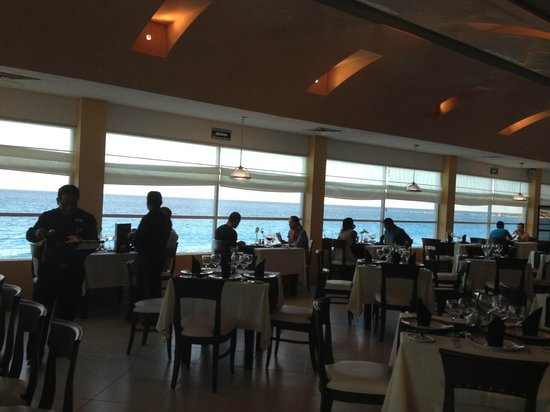 Oleo Cancun Playa: The restaurant need to be reserved