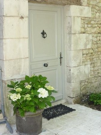 Le Moulin du Mesnil: Beautiful entrance to the suite.