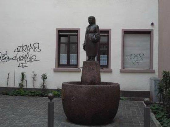 Sachsenhausen: 路地の途中にいます