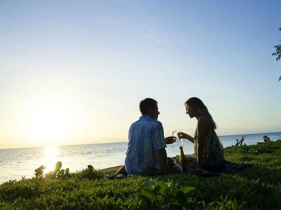 Green Island Resort: Champagne on the Beach
