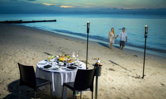 Green Island Resort: Beach Dinner