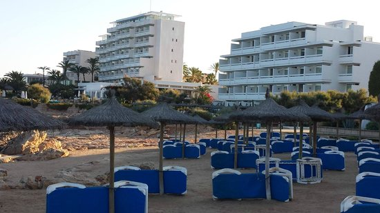 Tres Playas : Hotel links und Residenz rechts direkt am Meer