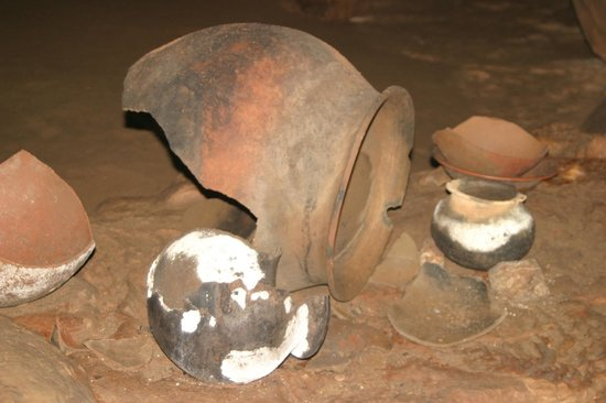MayaWalk Tours: Mayan cooking pots in cave