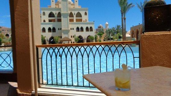 The Makadi Palace Hotel: Enjoying a caipiroska before lunch :)