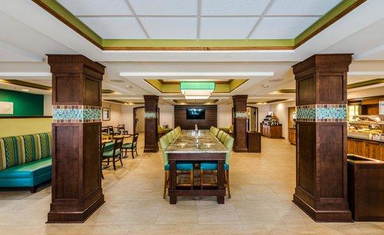Holiday Inn Express & Suites Jacksonville - Blount Island : Community Table