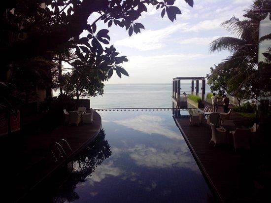 Aston Balikpapan Hotel & Residence: Beach