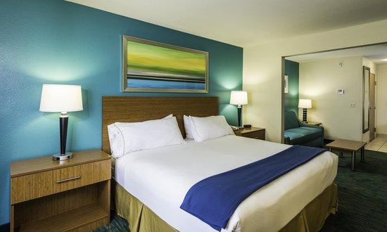 Holiday Inn Express & Suites Jacksonville - Blount Island: King Suite
