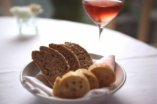 L'Auberge Bretonne: The usual fresh French bread, better with a glass of wine.
