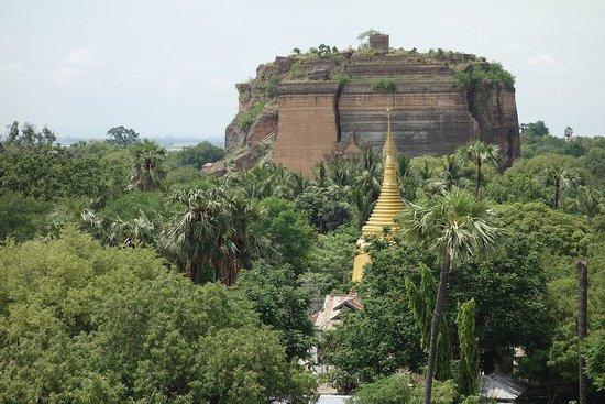 Mandalay, Myanmar: かなり大きい