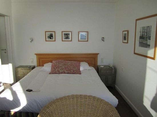 Hotel-Spa La Baie des Anges : Petite chambre