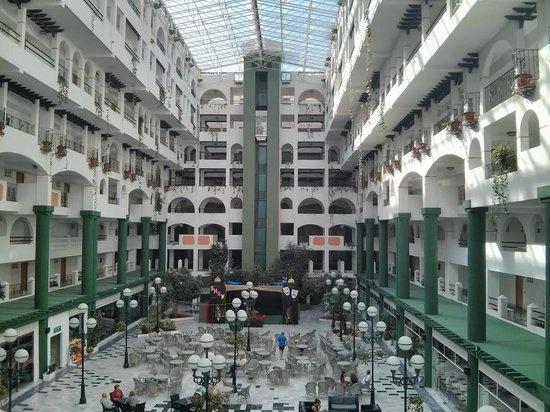 Hotel Bahia Serena: Patio central del hotel