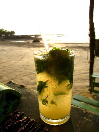 Time For Lime Bungalows: mojito by the beach