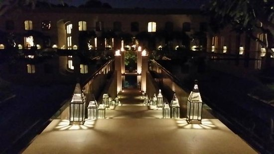 Trident, Gurgaon: Path to the Pool