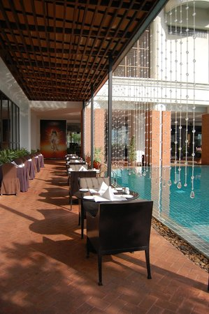 lebua at State Tower: Breakfast/pool area