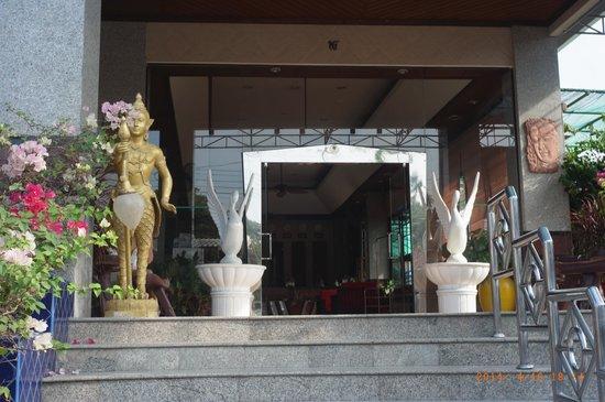 Huahin Loft Hotel: 正面玄関