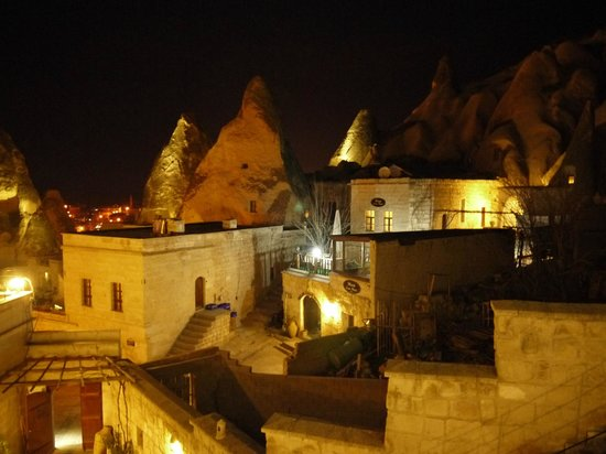 Vezir Cave Suites: night view