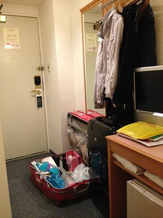 Sakura Hotel Hatagaya: no place to open your luggage