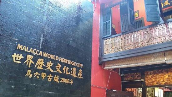 Famosa Chicken Rice Ball Restaurant : exterior