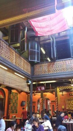 Famosa Chicken Rice Ball Restaurant : interior