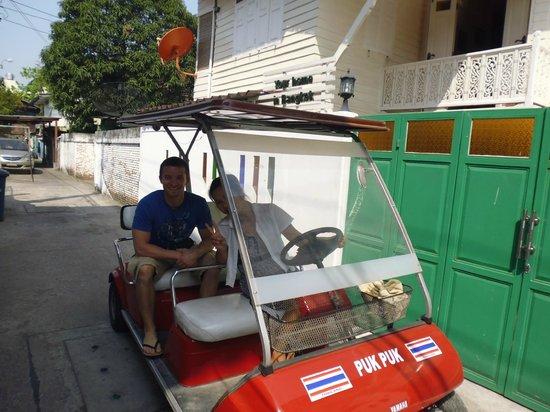 W Home Bangkok: Fahrservice von Pook