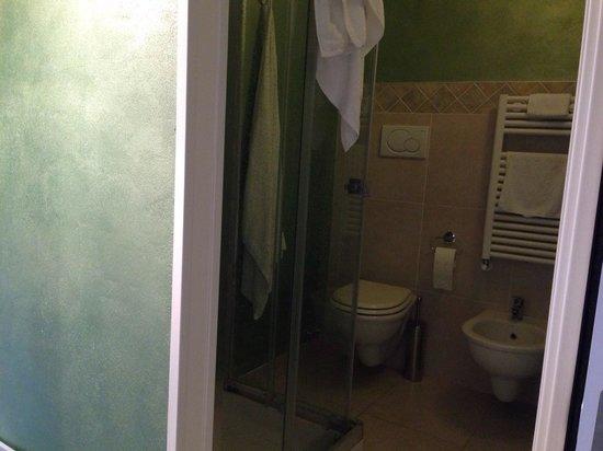 Casacenti : Bagno camera verde