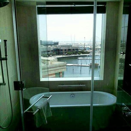 InterContinental Dubai Festival City: View from the Bathroom.....just great