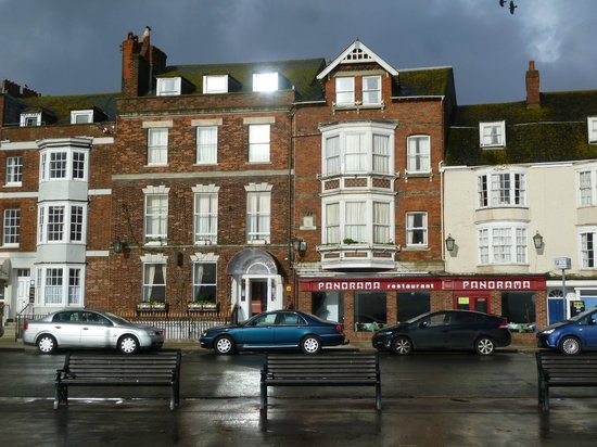 The Fairhaven Hotel : Fairhaven Hotel, Weymouth - frontage of the entrance building