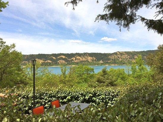 Le Côté Lac : Terrasses sur le lac de Sainte-Croix