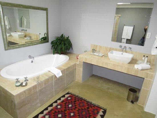 Moonstruck on Pringle Bay Guesthouse: Calypso bathroom