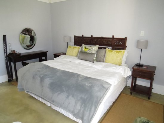 Moonstruck on Pringle Bay Guesthouse : Crisp sheets and comfy bed!