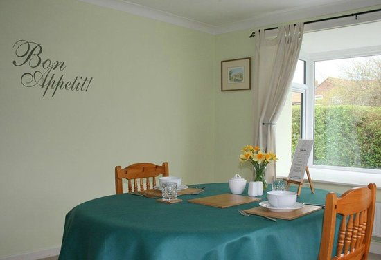 15 Bed and Breakfast: Breakfast Room