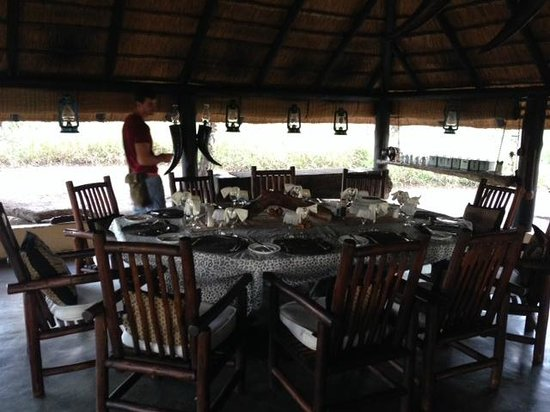 Pungwe Safari Camp: dinning room, lunch, breakfast