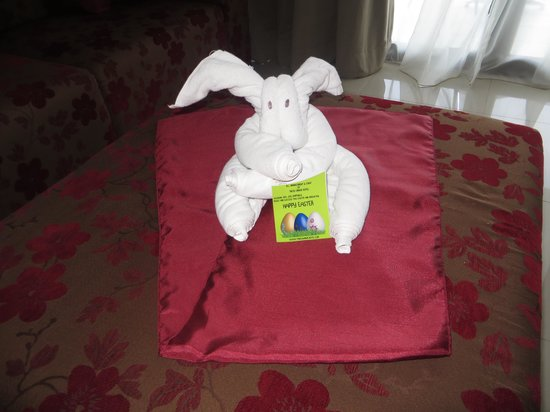 Taksu Sanur Hotel: Easter bunny left by house keeping for us, really cute!