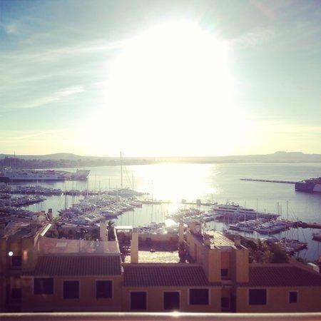 Hotel Amic Horizonte: Vista al puerto