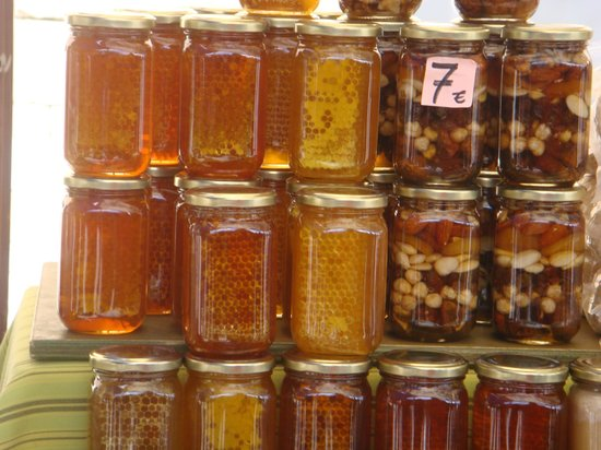 Barcelona Turisme - Afternoon in Montserrat Tour : Honey product and nuts…from the outdoor market
