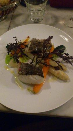 Vivant: merluzzo con asparagi e patè di olive
