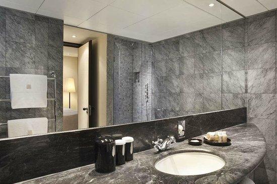 COMO The Halkin, London: Belgravia Suite bathroom
