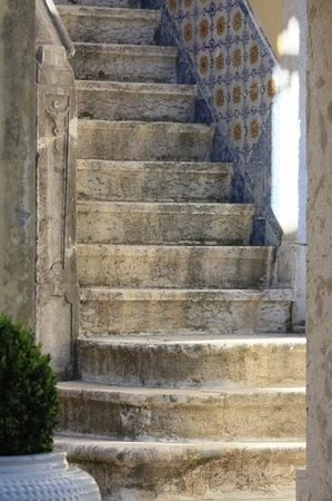 Solar Do Castelo: Stairs in the courtyard
